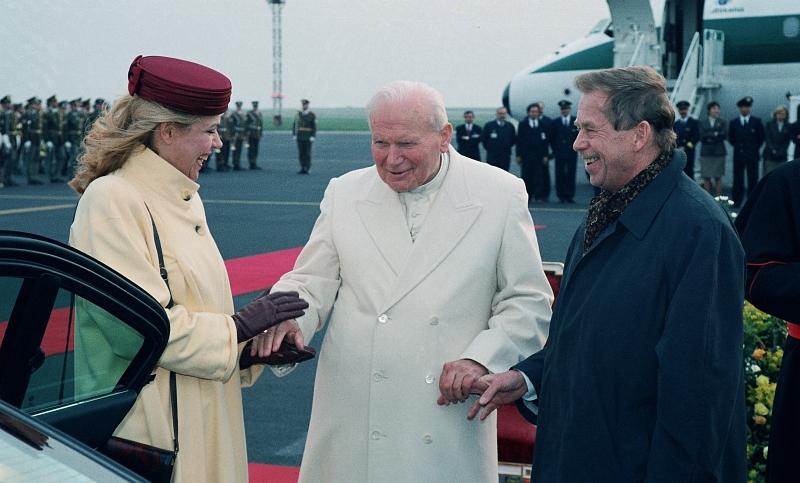 Powitanie papieĺa Jana Pawąa II w Pradze, 21 kwietnia 1997, fot. Alan Pajer